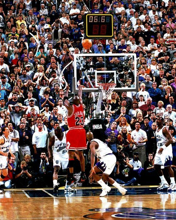 Michael Jordan Chicago Bulls Bryon Russell Utah Jazz Jeff Hornacek Karl Malone Antoine Carr Nba Finals Michael Jordan Last Shot Michael Jordan Jordan Bulls