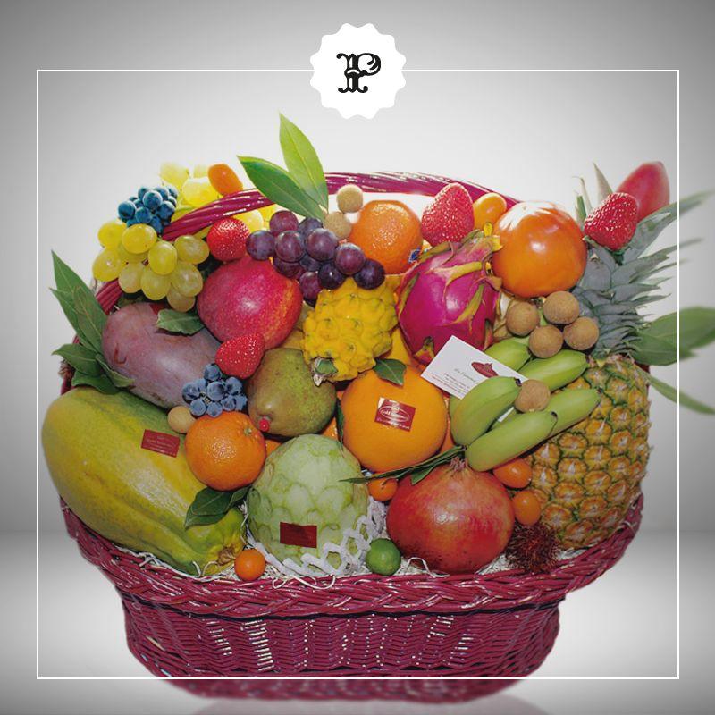 Cesta De Frutas Para Regalar Esta Navidad Con La Mejor Calidad De Gold Gourmet En Platea Madrid Arreglos Frutales Frutas Fruta