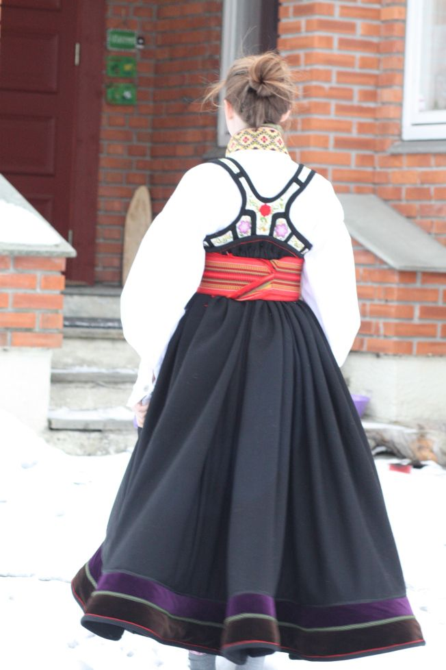 Traditional norwegian Bunad - Beltestakk from Telemark