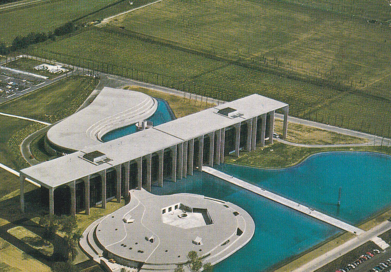 Mondadori Headquarters by Oscar Niemeyer – Milan, Italy