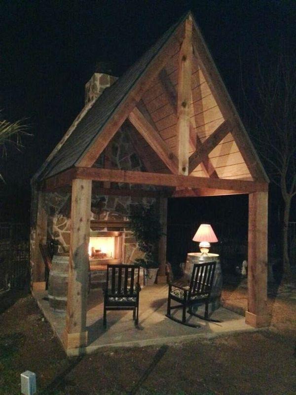 Rustikale Kamine garten pavillon rustikal kamin schaukelstühle grillstelle