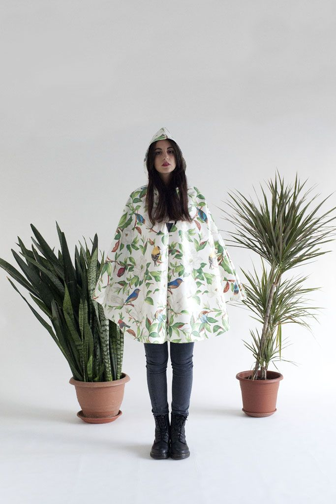 https://www.etsy.com/it/listing/182983919/raincape-with-hood-little-sparrow?ref=shop_home_feat_1