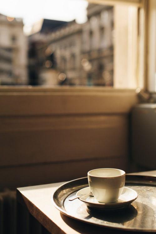 martafavro:  Fernandez & Wells, Somerset House. London. Edited with VSCO Film 02 LR4 Nikon - Fuji Superia 800. {La Beauté du Voyage: London} Facebook // Website // Instagram