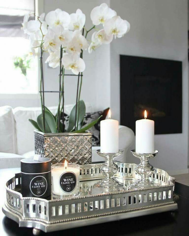 Pin By Liz V Rino On Arreglos Flores Table Decor Living Room Elegant Table Decorations Home Goods Decor