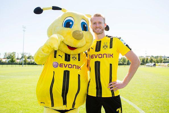 Dortmund S Andre Schuerrle Poses During With Mascot Emma The Team Presentation Of Borussia Dortmund On August 17 2016 Mascot Football Is Life Borussia Dortmund