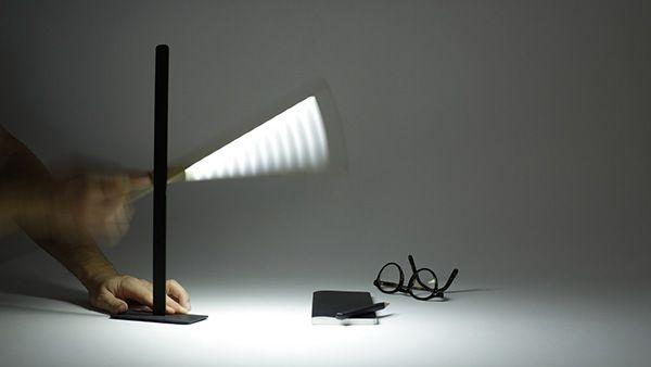 Hekla Lampe A Poser Liseuse Lampe De Bureau Magneto Cinna Bois Et Metal Aimant Mouvement Liseuse Lampe Lampe De Bureau Luminaire