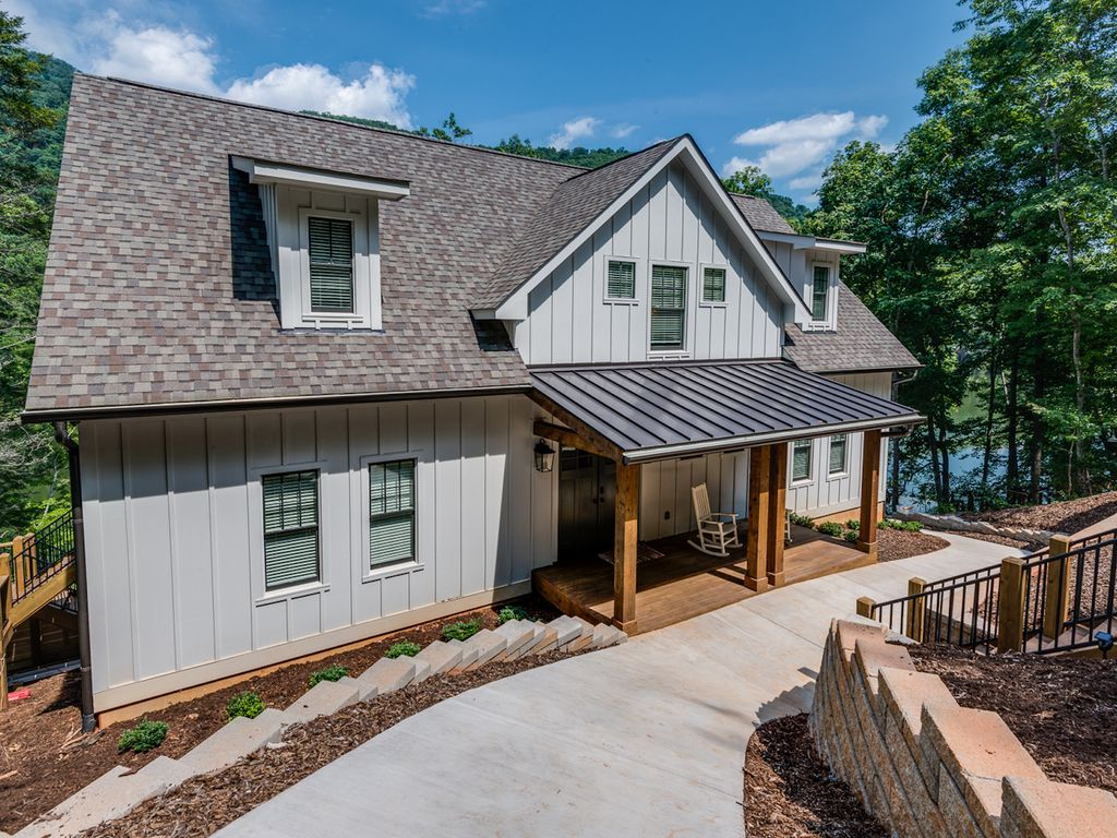 Construction was completed may 2017 modern lake house