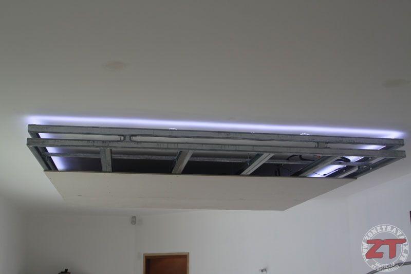 Un tutoriel zonetravaux d di la cr ation d 39 un faux plafond qui int gre des spots et un ruban - Eclairage spot salon ...