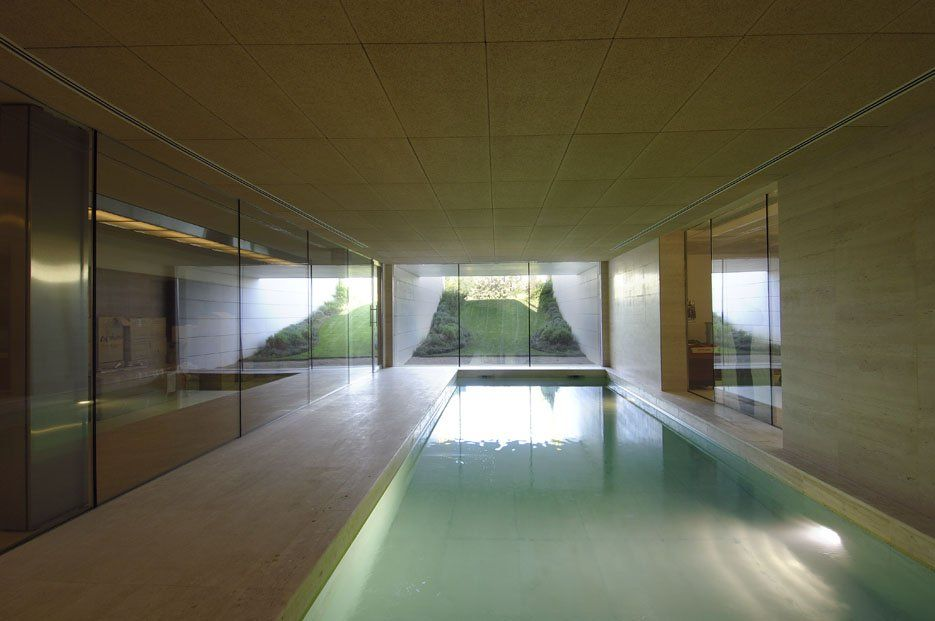 Minimalist indoor pool private house in madrid by a cero for Pool design hours