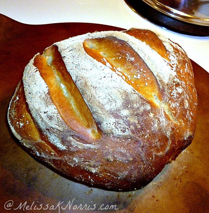Come cuocere il pane impastare in 5 minuti una ricetta giorno qui http://melissaknorris.com/2012/02/22/pioneering-today-bake-your-own-bread-no-kneading/ costo è di $ .30 una pagnotta e ci vuole davvero meno di 5 minuti attivi al giorno.  Morbida dentro e croccante rustico sul lato esterno.
