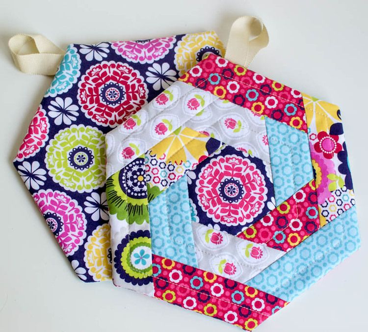 Show Off Saturday - New and Improved Hexi Potholder Pattern | Table ...