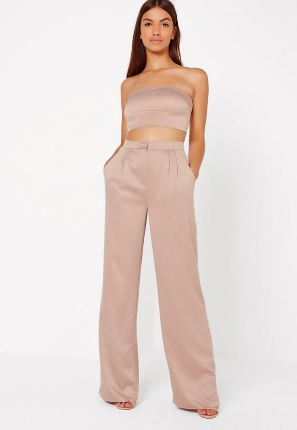 Sleek, chic and totally on fleek, these pants are a sure fire way to look on point. Featuring a champagne nude hue, luxe satin feel, two pockets to the front and a wide leg style, we can't get enough.