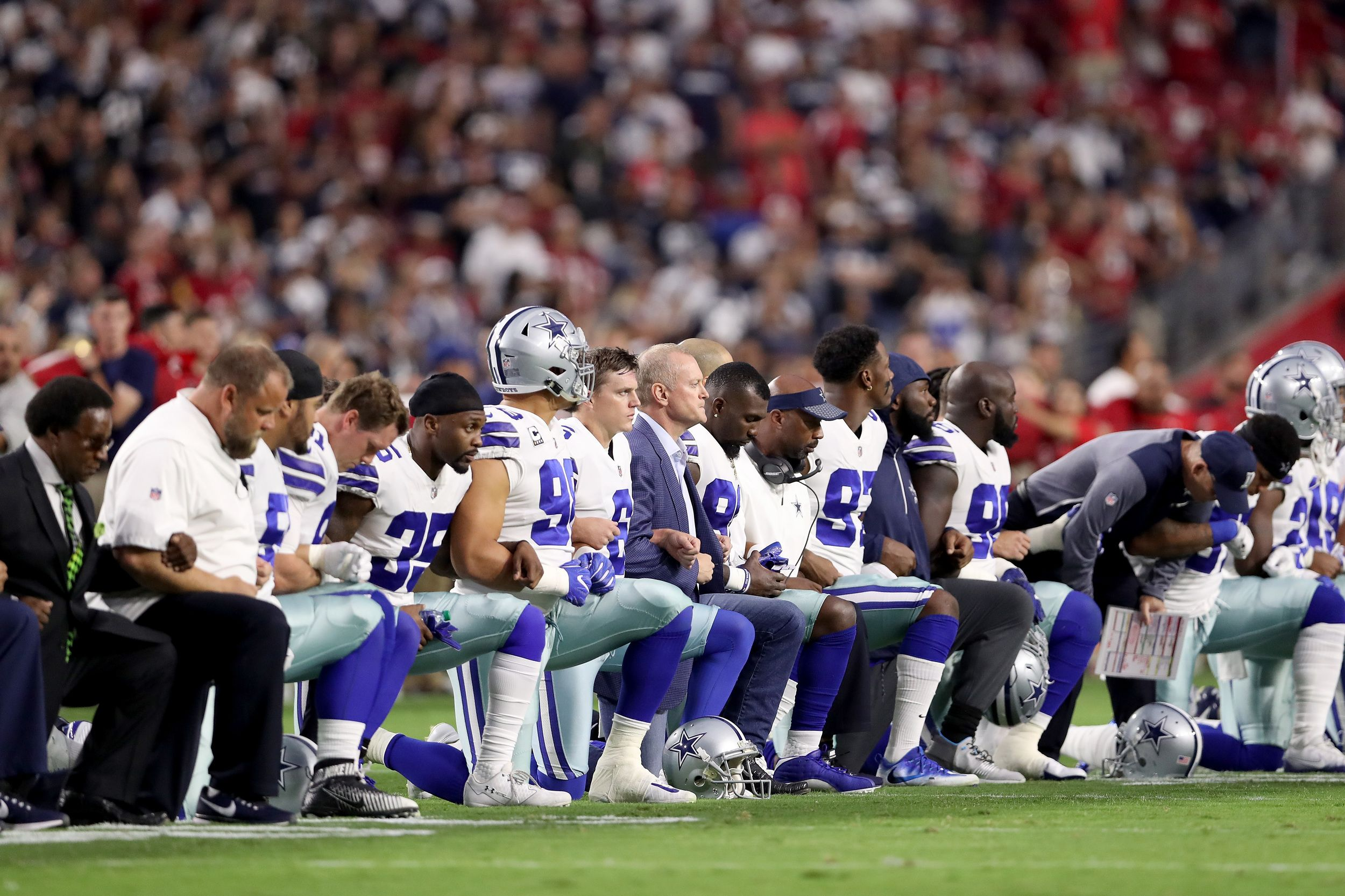 Dallas Cowboys And Owner Jerry Jones Kneel Prior To National Anthem Nfl Fans Cowboys Players Dallas Cowboys Players