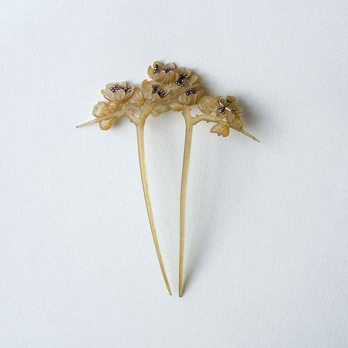 "Lucien Gaillard - ""Blackthorn flowers"" Comb made of horn, gold, silver and rose-cut diamonds - 1904"