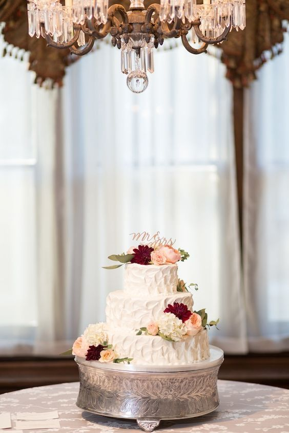 Shades Of Burgundy Blush And Champagne Gave This Cake A Timeless Elegance