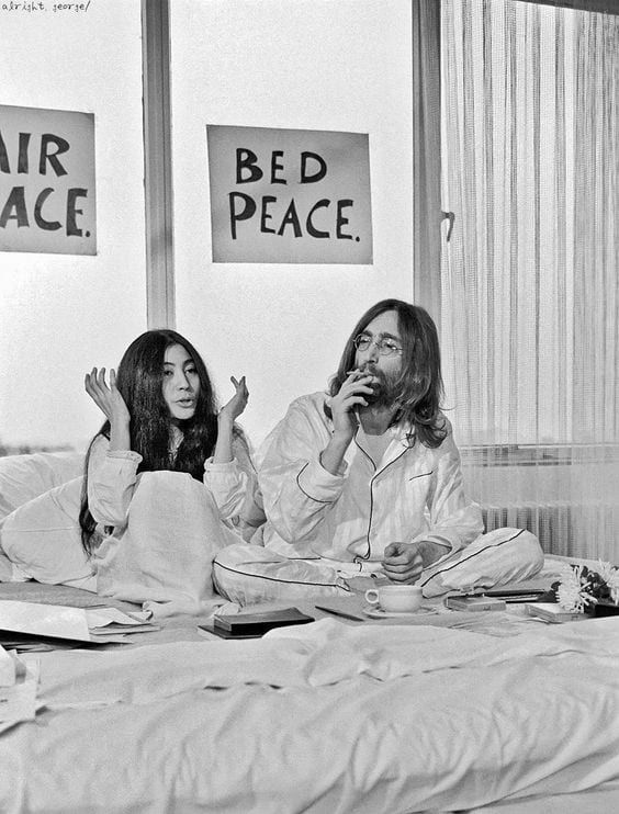 Yoko Ono And John Lennon In Amsterdam In 1969 Yoko Ono And John Lennon Held A Two Week Long Bed John Lennon Yoko Ono John Lennon And Yoko Imagine John Lennon