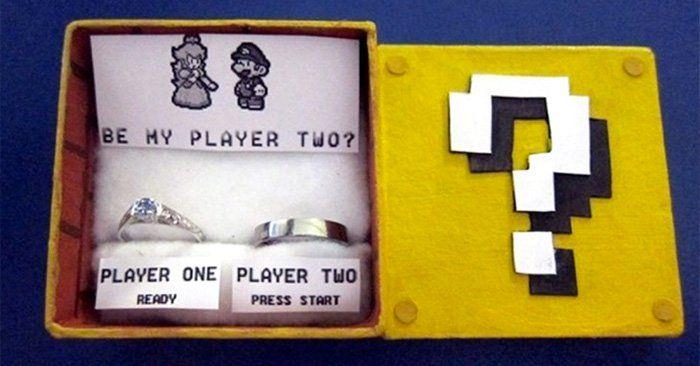 Aunque los videojuegos son en su mayoría para los hombres, también hay mujeres que los aman. Estos son 25 anillos de compromiso con su caja, para chicas geek