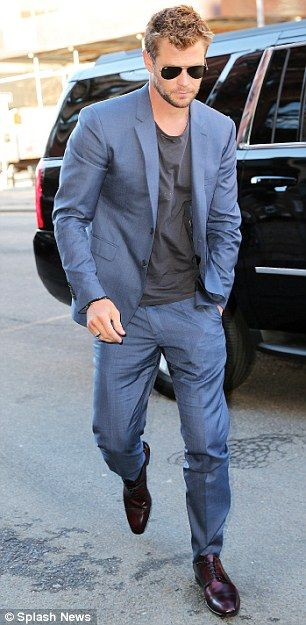 Chris Hemsworth looks dashiing in a blue suit and T,shirt