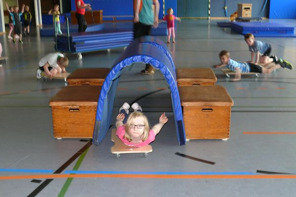 Djk Tus Bosel E V Online Kinderturnen Turnen Mit Kindern Turnen