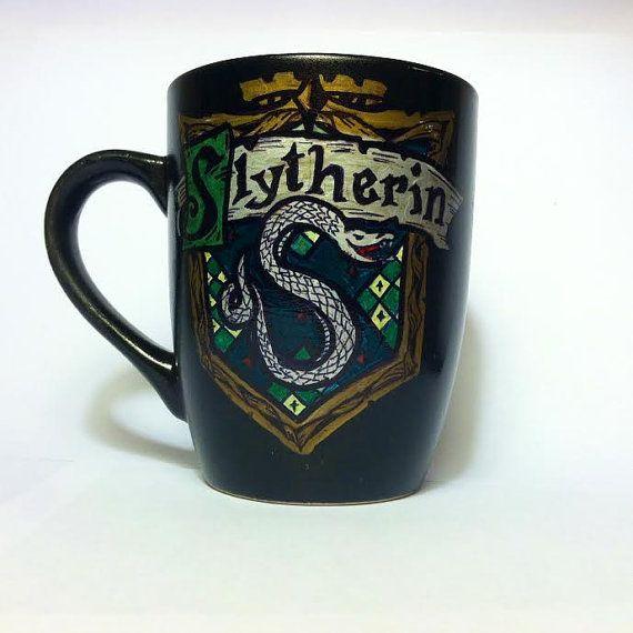 Copa de la casa Slytherin por PositivelyCupCrazy en Etsy