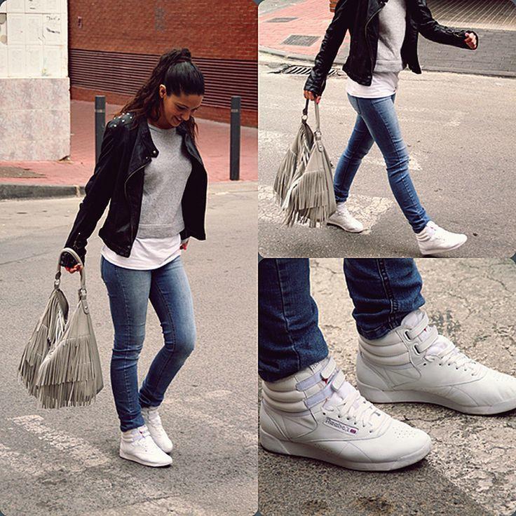 4b6efa2c02d08 Estas sneakers clásicas de Reebok son perfectas para el día a día con un  jean…