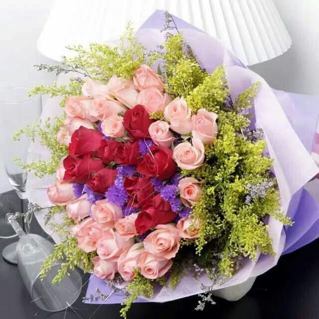 Ramalhete de Rosas, vermelas e rosas