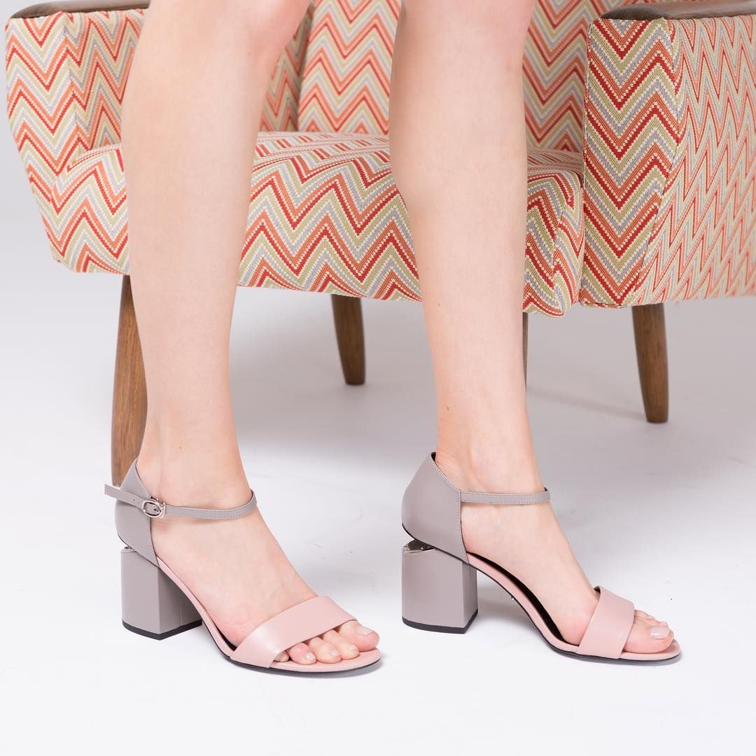 39d0b7025eff Элегантные босоножки на небольшом каблуке для особенного случая и ...