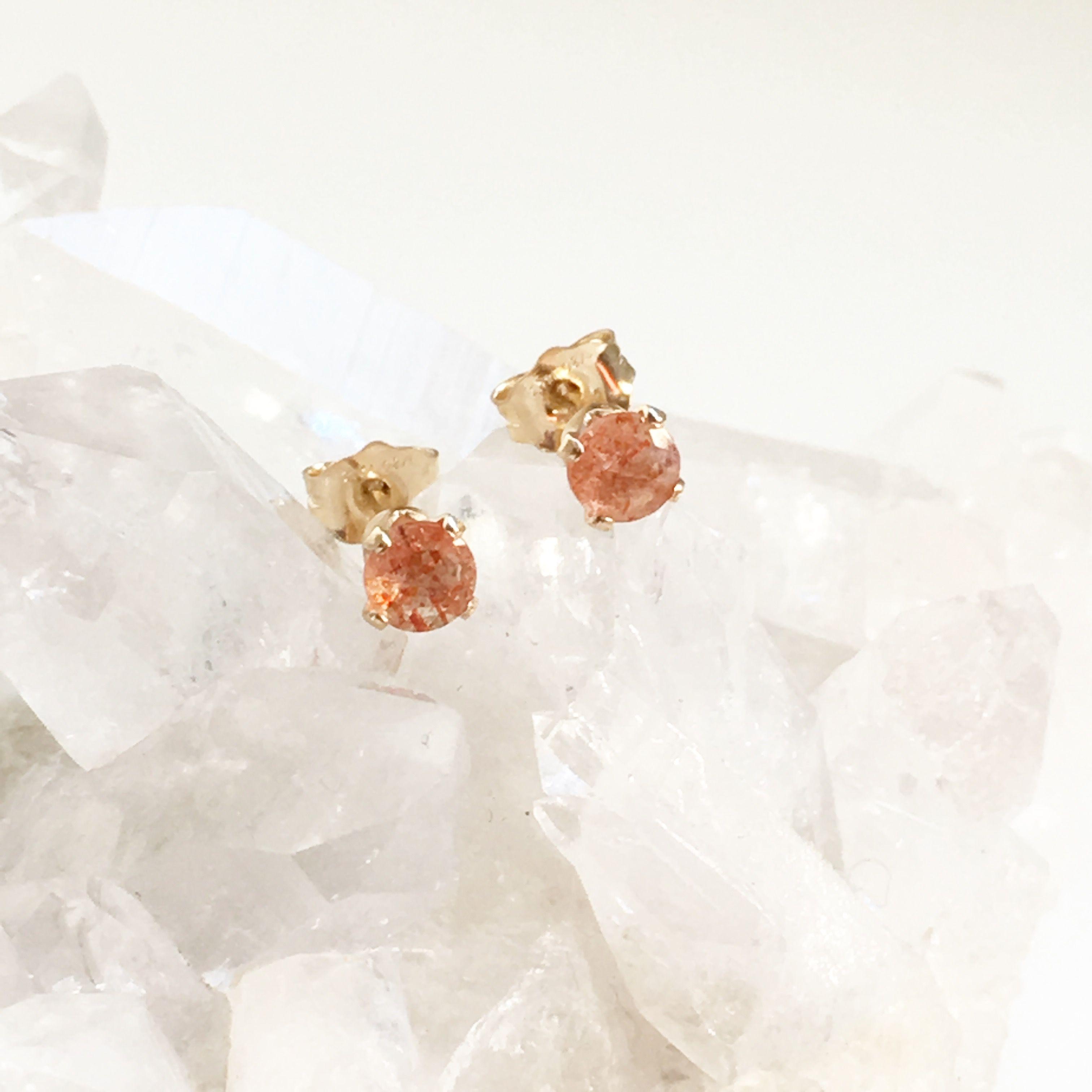 Gold filled sunstone stud earrings / Beadin' Nora