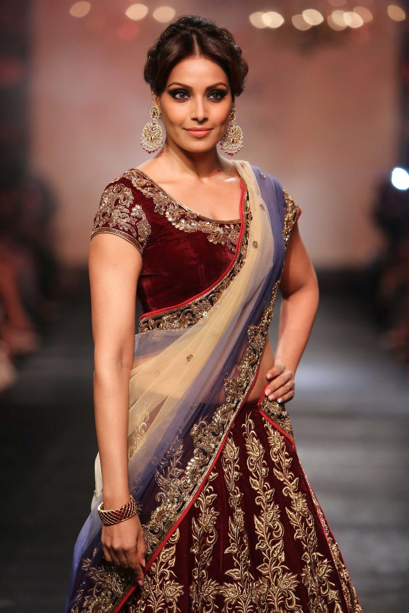 Basu Gorgeous In Saree Bipasha Saree Sari Filmfarephotoshootbikiniharperbazaarmetro Harpervoguebeachgorgeous Sexyboobsbratoplesscleavage