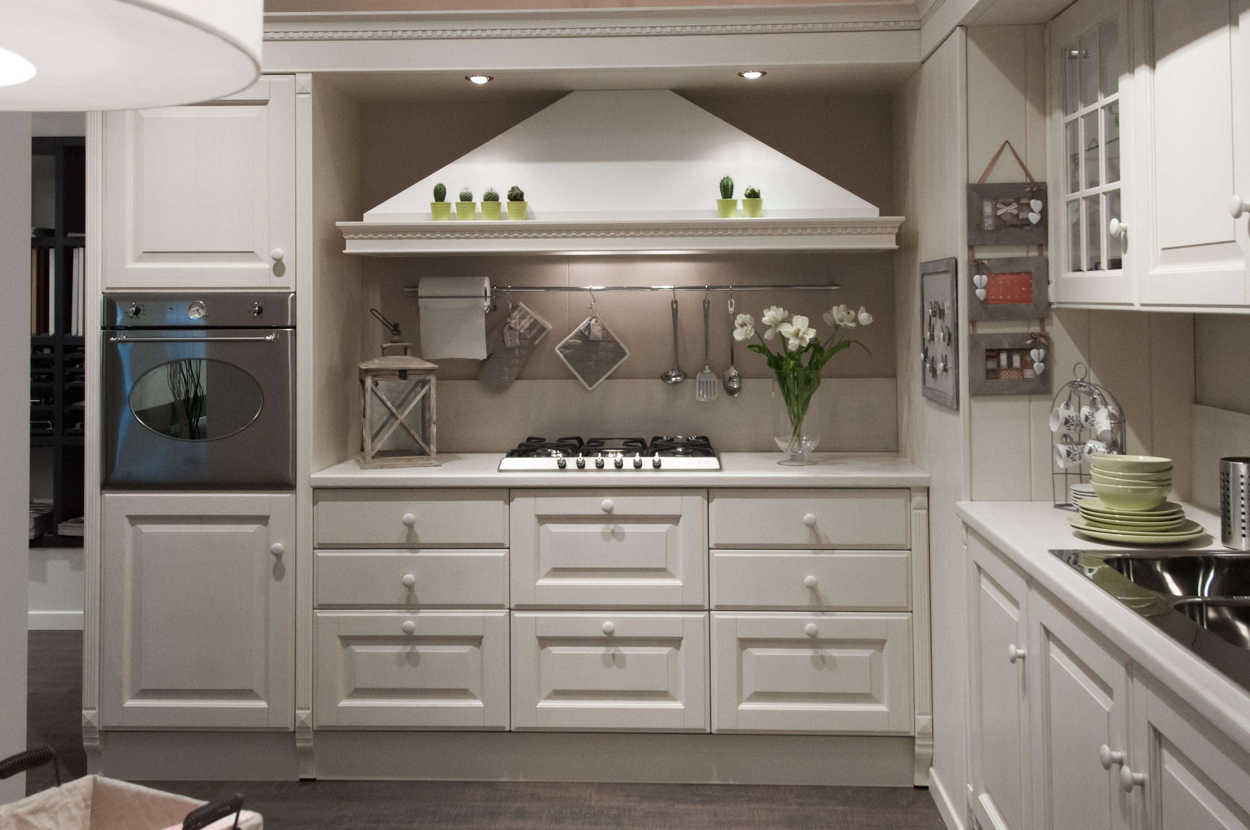 Cucine classiche scavolini in mostra nello showroom di portici cucine da vivere pinterest - Cucine scavolini classiche ...