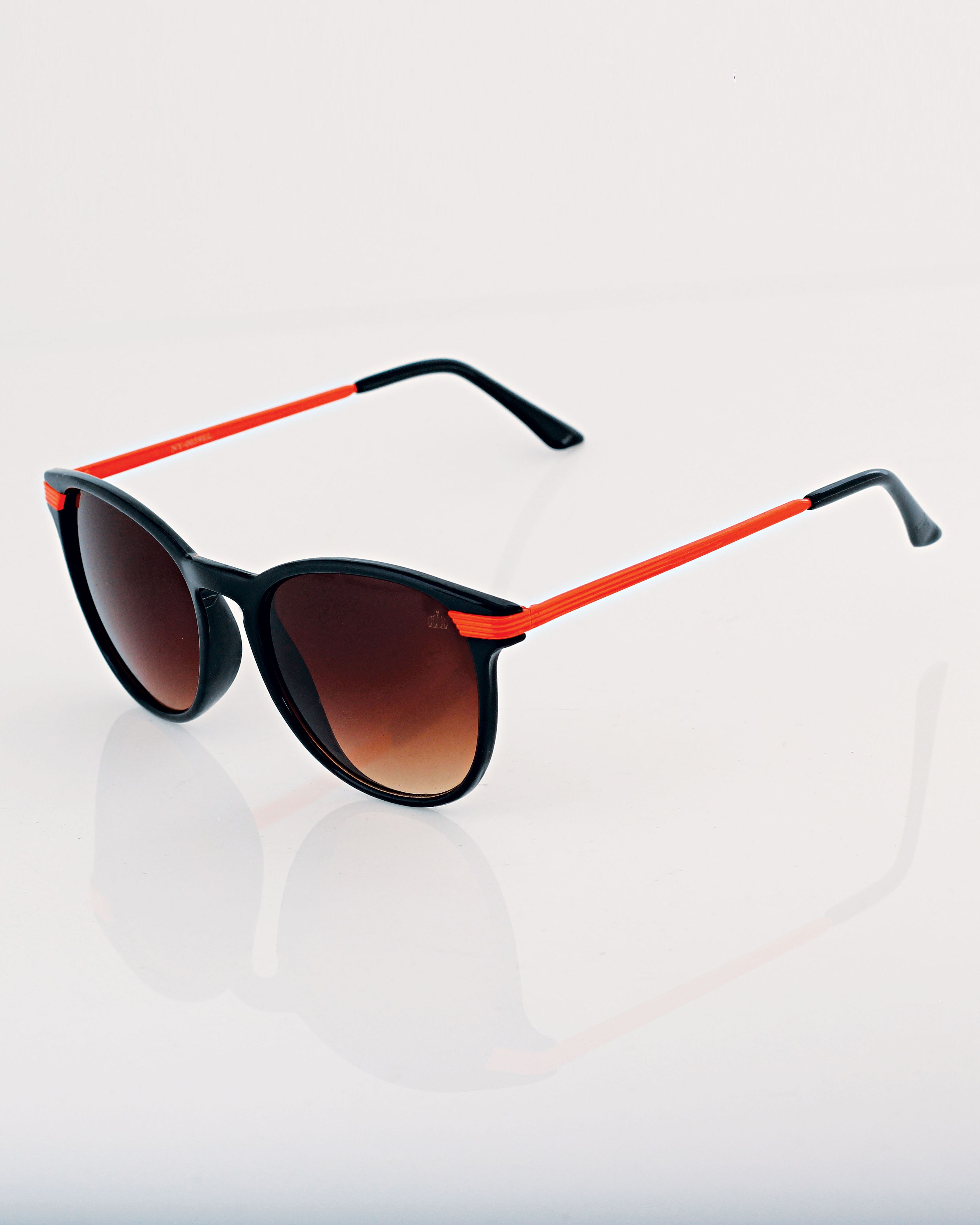 c075585abff7d Óculos vintage preto com detalhes em laranja