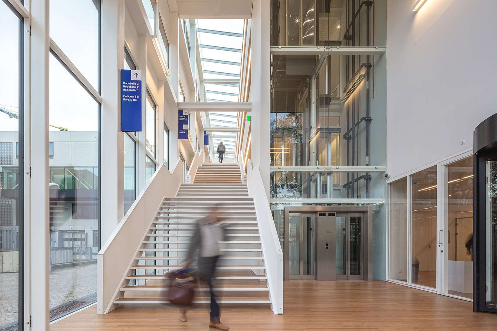 Recently Building G of the Amsterdam temporary courthouse was completed and taken into use. The interim-building is realized on the premises of the Parnas-co...