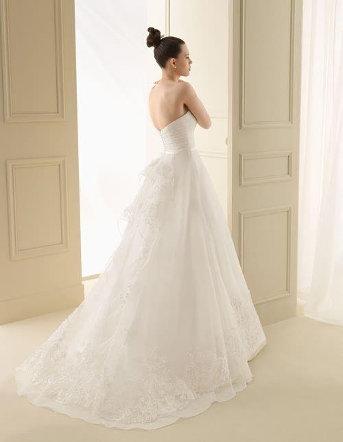 109 IGARO   Wedding Dresses   2012 Collection   Luna Novias (back)
