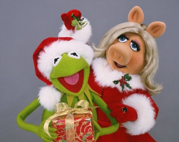 christmas with miss piggy and kermit muppets pinterest. Black Bedroom Furniture Sets. Home Design Ideas