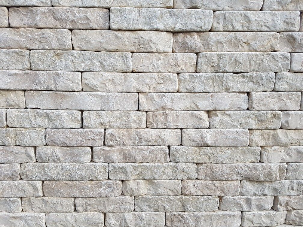listelli rifilati anticati con lato effetto tranciato in pietra di trani tranigoldstone