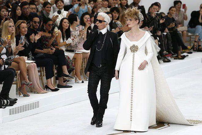 Karl lagerfeld fashion show 35