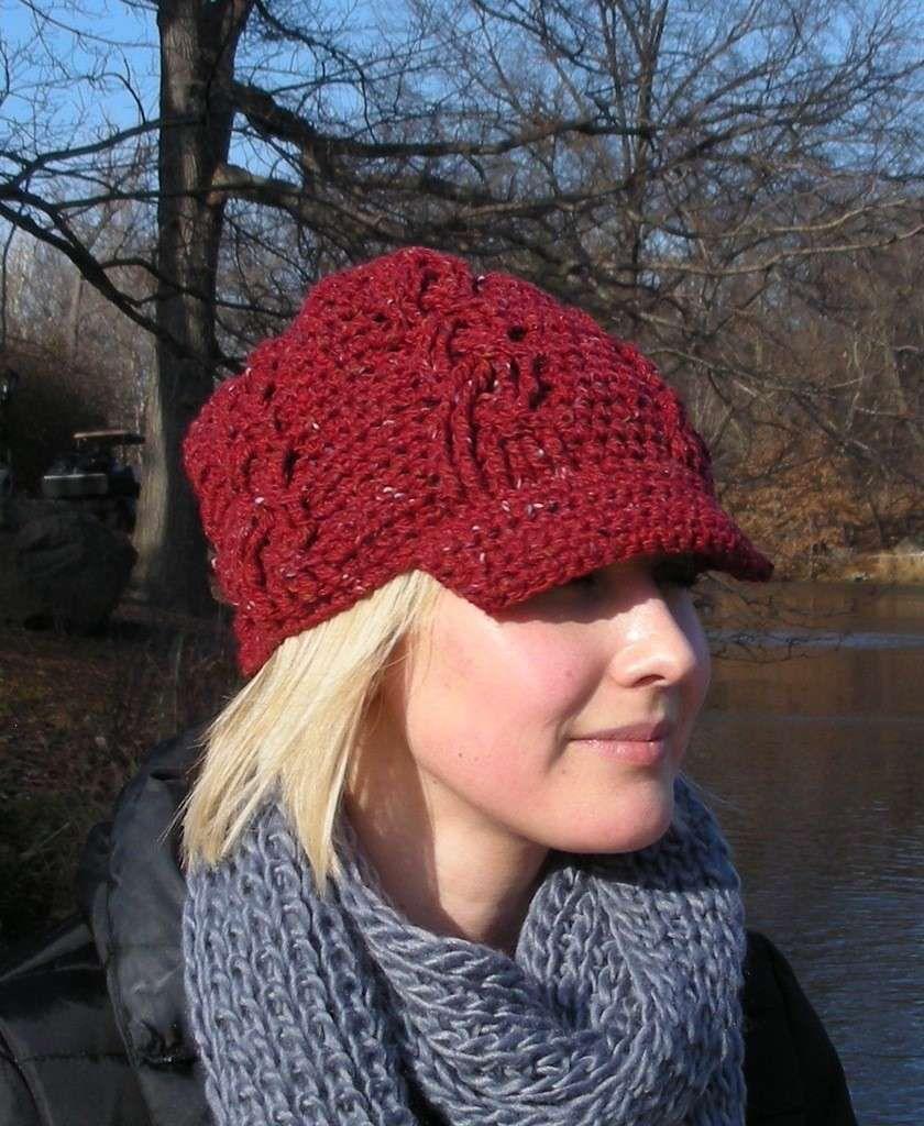 Cappello a uncinetto  schemi e modelli - Cappello rosso con visiera ... ebb9ec8a5c28