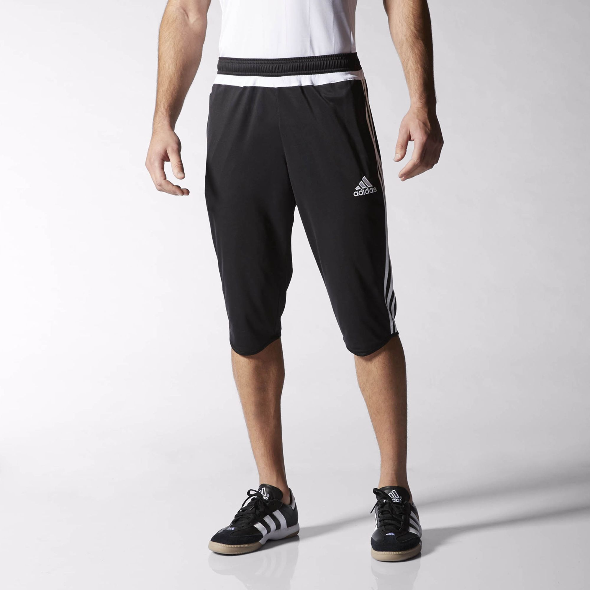 A threequarter length makes these men's soccer pants