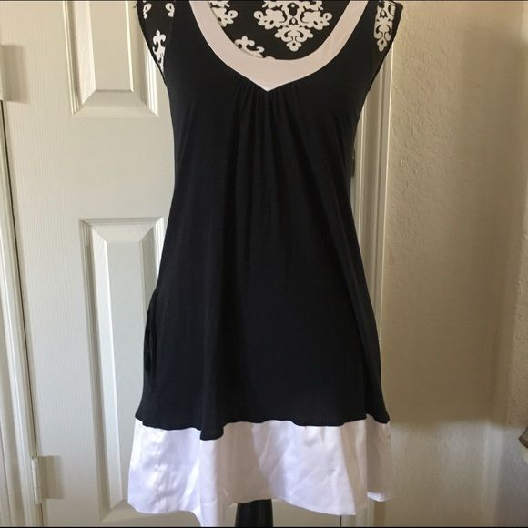 Express B&W Sleeveless Dress Express Black Cotton Stretch Scoop Neck With White Satin Trim Sleeveless Dress. Perfect for any occasion!! Gently used. (1st pic is more of a small and the 3rd is more of a medium/large) Express Dresses