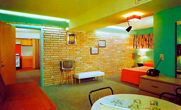 Rooms: Thunderbird Motel - Jackson, Mississippi.