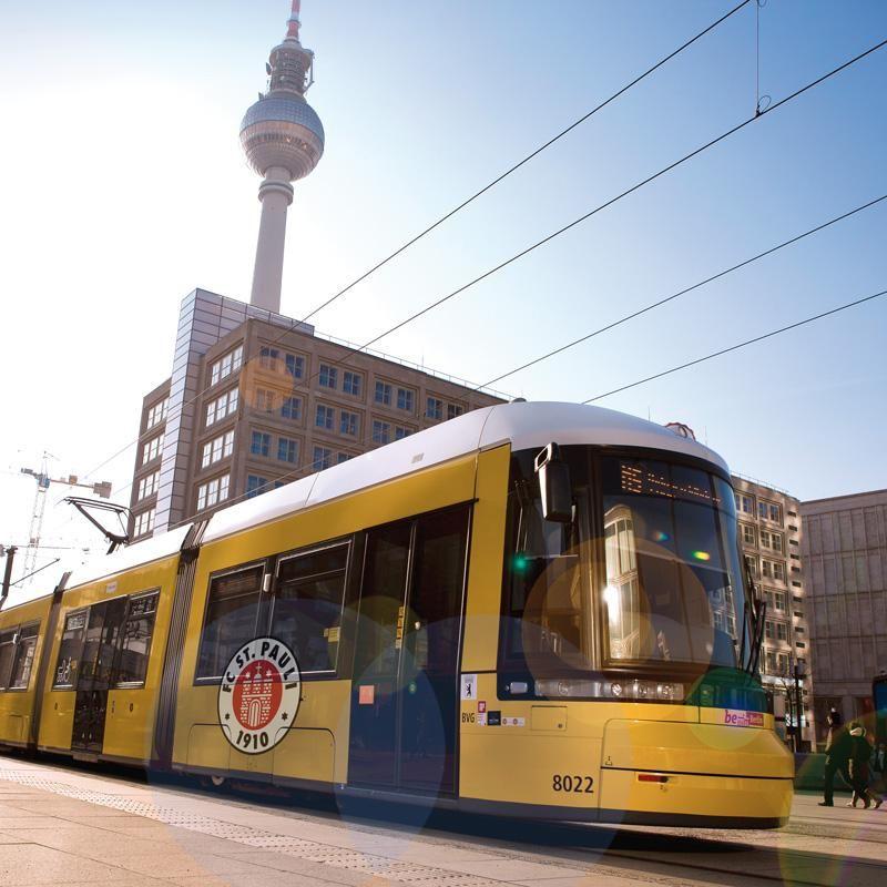 Flexity Strassenbahn der BVG am Alex 2015