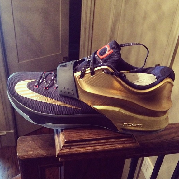 promo code d8f8d ff43c Kevin Durant Shows Off New Nike KD 7 Colorway