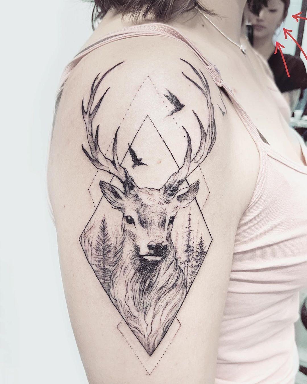 1 o 2? 😍 Cervo e lupo 🌿 Per la coraggiosissima Rebecca • • • •  #tattoo#tattooagogo#ink#inked#tattooedgirls#tattoodesign#tattooer#art#artist#tattooedgirl#tattoodesign#blackworker#blackworkers#blackworkerssubmission#dotwork#dotworktattoo#tattoogirl#delicatetattoo#minimaltattoo#dotwork#dotworktattoo#dotworkers#girlswithtattoos#tattoogirl