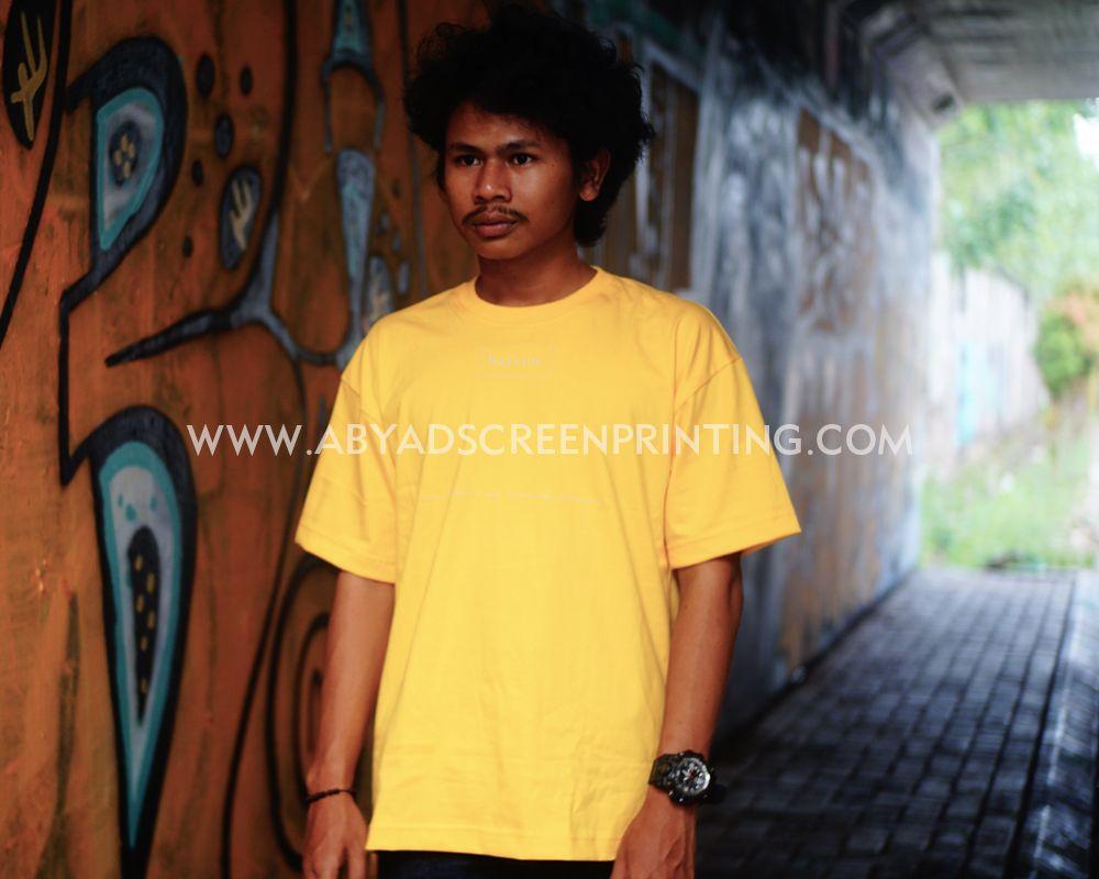 Kaos oversize warna kuning.  51873db4ef