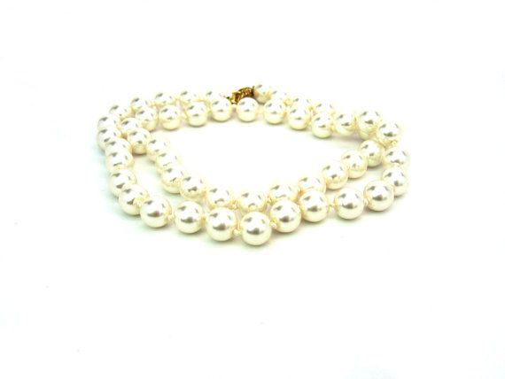 Pearl Necklace. Single Strand. 8 mm Creamy by bohemiantrading