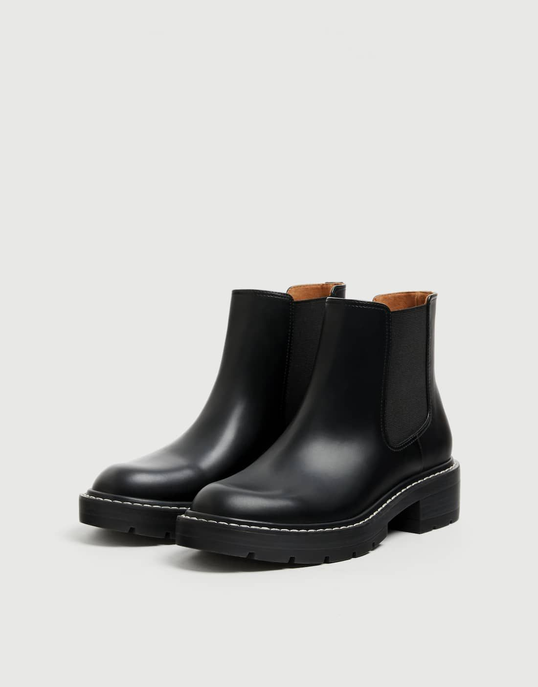 5442a9c1db9 Black topstitched Chelsea boots in 2019 | Style | Chelsea boots ...