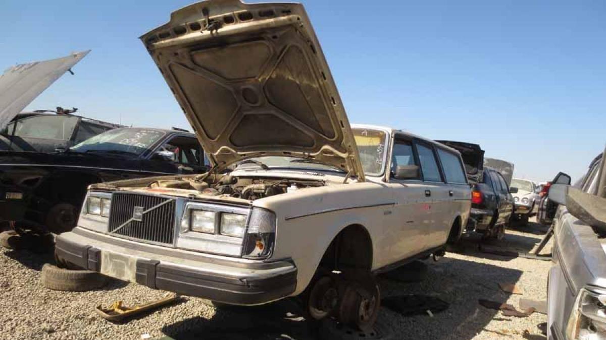 Volvo 245 In San Francisco Bay Area Wrecking Yard Cars Graveyard