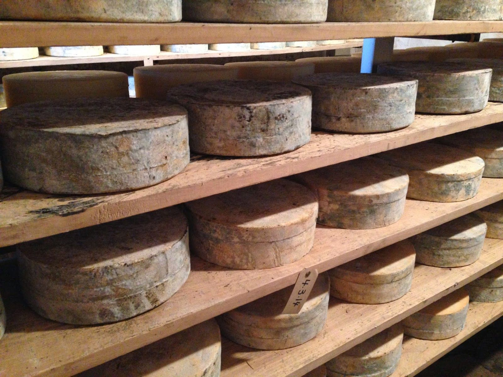 Cheese Underground Wooden board, Artisan cheese, How to