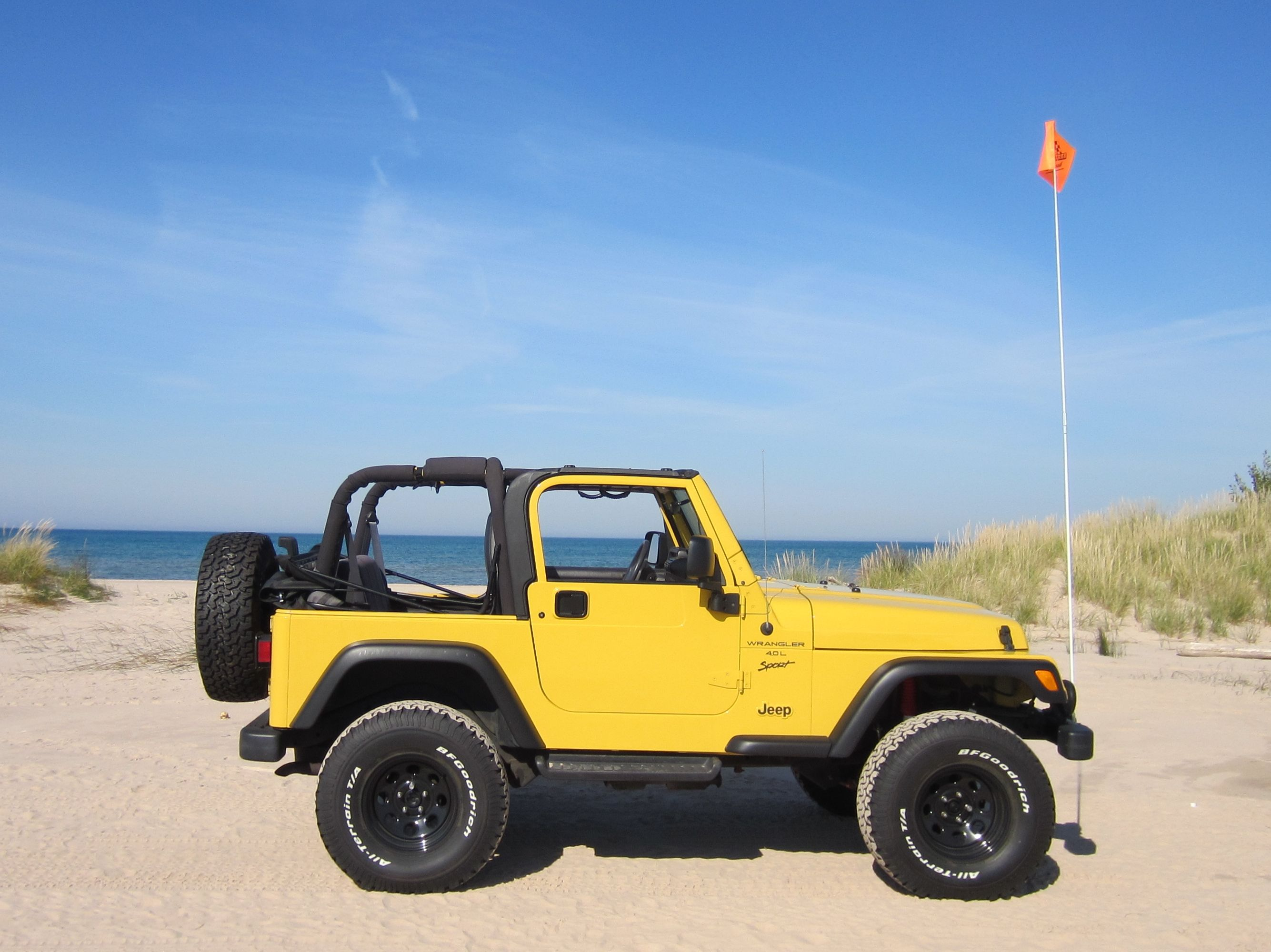 Pin By Hannah Casucci Bartini On Things I Like For Myself Dream Cars Jeep Jeep Wrangler Yellow Jeep