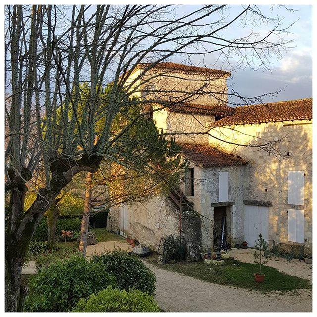Le Castel Pierre LagrauletduGers lever de soleil sur
